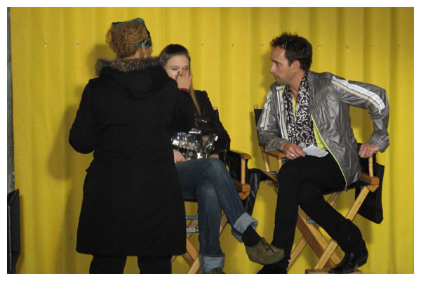 Robert Moloney Rehearsing With Jane McGregor Before A Scene In The 4400