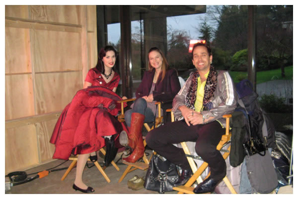 Robert Moloney With Laura Minella And Jane McGregor On The Set Of The 4400